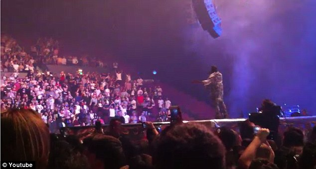 Fans Get Refunds After Kanye Shows Up 2 hours Late and Rants For 15 Minutes (video)
