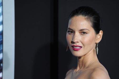 "Olivia Munn Breaks Up With Aaron Rodgers: ""I Don't Date Losers"""